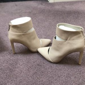 BCBG CASHMERE bootie NEW Size 7 in box
